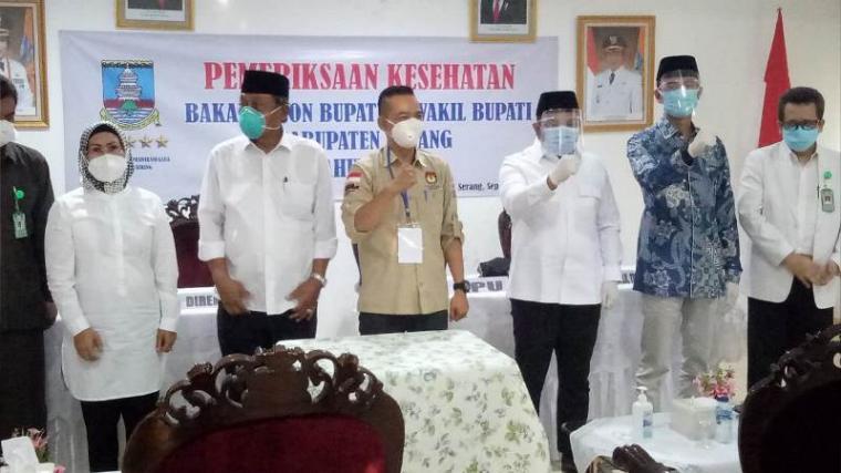 Dua bakal Paslon Bupati dan Wakil Bupati Serang mengikuti tahapan pemeriksaan kesehatan yang doselenggarakan oleh KPU di RSDP Serang. (Foto: TitikNOL)
