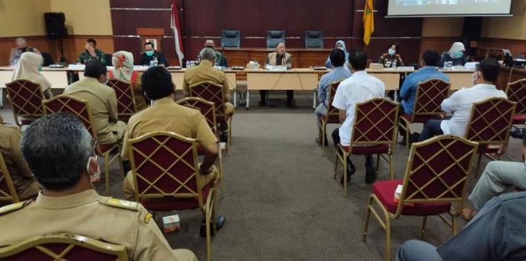 Rapat persiapan penerapan PSBB di Aula Setda II Kota Cilegon. (Foto: TitikNOL)