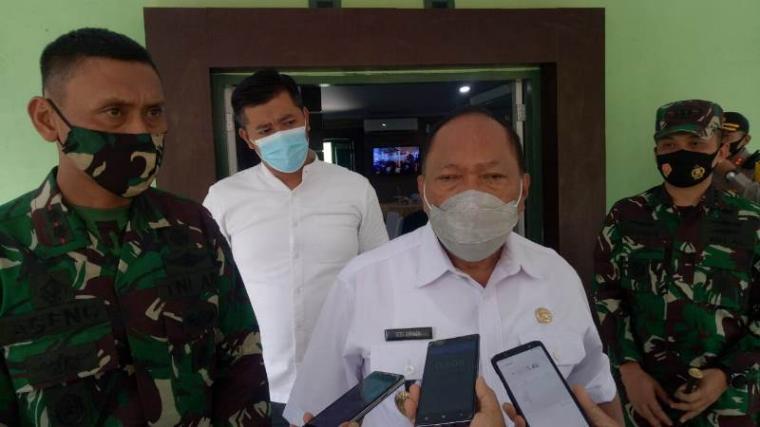 Walikota Cilegon Edi Ariadi saat memberikan keterangan kepada awak media. (Foto: TitikNOL)