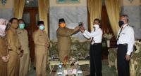 Polres Lebak dan Polsek Rangkasbitung sita ratusan botol miras pada Operasi Cipkon malam tadi. (Foto: TitikNOL)