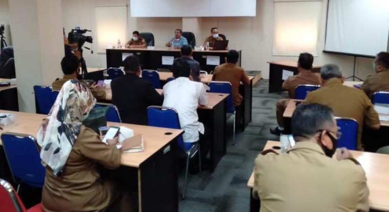 Rapat kordinasi menyikapi aksi unjukrasa pelajar SMK dan SMA terkait terkait UU Cipta Kerja atau Omnibus Law yang digelari di gedung SMK Provinsi Banten, Selasa (13/10/2020). (Foto:TitikNOL)