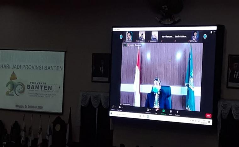 Gubernur Banten Wahidin Halim mengikuti rapat paripurna peringatan HUT Banten ke 20 secara virtual. (Foto: TitikNOL)