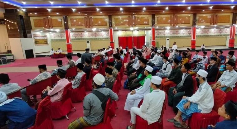 Suasana kajian kitab kuning di Kampus La Tansa Mashiro, Rangkasbitung. Sabtu (31/10/2020). (Foto: TitikNOL)