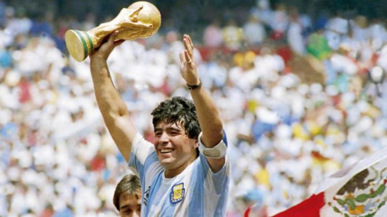 Legenda Sepak Bola Diego Maradona Meninggal Dunia