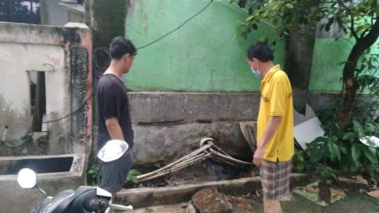 Saluran air yang jadi persoalan dua belah pihak antara warga Puri Serpong dan Santri Assa'adah bersitegang. (Foto: TitikNOL)