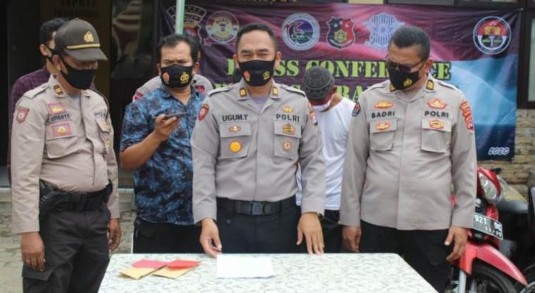 Polsek Kasemen saat ekspose penangkapan pelaku curanmor di kawasan Banten Lama. (Foto: TitikNOL)