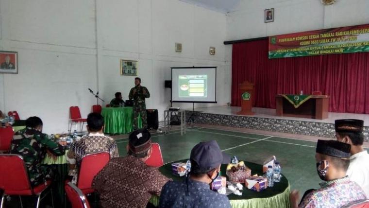 Suasana kegiatan Pembinaan Komunikasi Sosial (Komsos) Cegah Tangkal Radikalisme/Separatisme, di Aula Makodim jalan Sunangiri, Kelurahan MC.Barat, Kecamatan Rangkasbitung, Selasa (10/11/2020). (Foto: TitikNOL)