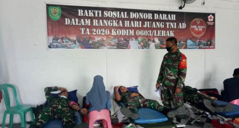 Suasana kegiatan bakti sosial (Baksos) donor darah yang bertempat di Aula Makodim Jalan Sunangiri Nomor 2, Kelurahan Muara Ciujung Timur, Kecamatan Rangkasbitung, Jumat (11/12/2020). (Foto: TitikNOL)