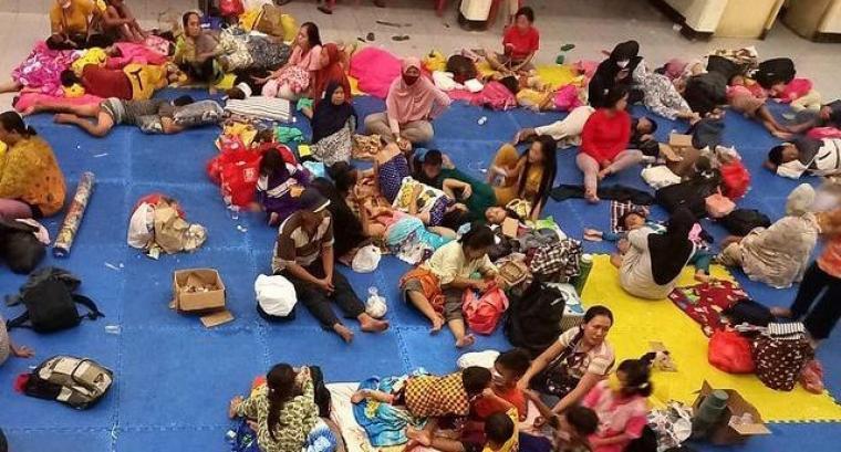 Pengungsi korban banjir Rangkasbitung di gedung juang. (Foto: TitikNOL)