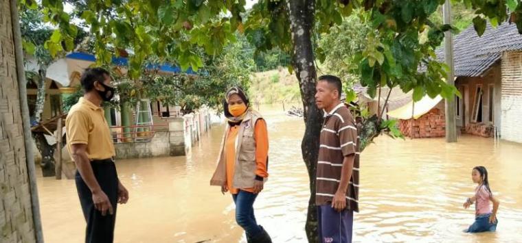 Banjir yang merendam salah satu rumah warga Kabupaten Lebak. (Foto: TitikNOL)