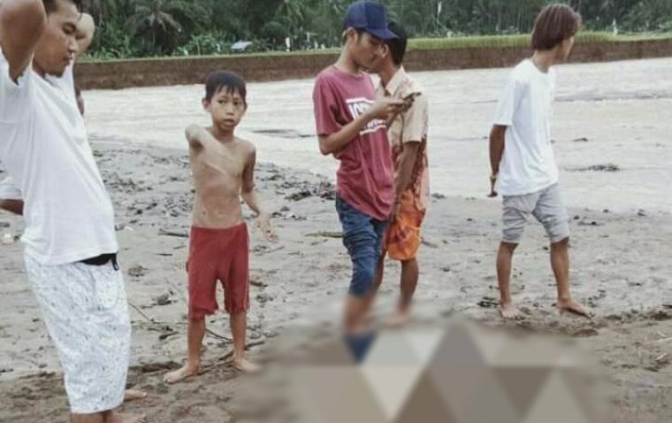 Penemuan potongan tubuh manusia bagian tangan kanan di aliran sungai Cimadur, blok pesawahan Cimanceuri Desa Bayah Timur, Kecamatan Bayah, Kabupaten Lebak. (Foto: TitikNOL)