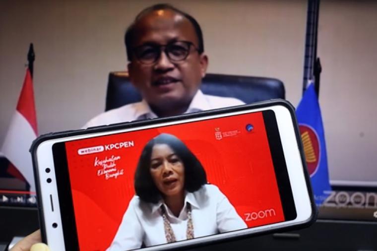 Dra. Rosarita Niken Widiastuti, M.Si (Staf Khusus Kemenkominfo Bidang IKP, Transformasi Digital, dan Hubungan Antar Lembaga), menjadi salah satu pembicara dalam diskusi bertema Menyiapkan Aset SDM yang Mendukung Kebangkitan Dunia Usaha di Era Pandemi di Jakarta, Senin, 30 November 2020. Hadir dua narasumber lainnya yaitu Dr. Ir. Hariyadi BS. Sukamdani, MM (Ketua Umum APINDO dan Ketua Umum PHRI), Anwar Sanusi, Ph.D (Sekretaris Jenderal Kemnaker RI).