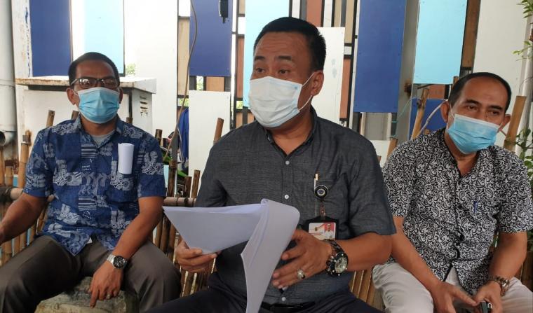 Kepala Dishub Kota Cilegon, Uteng Dedi Apendi saat memberikan keterangan kepada wartawan. (Foto: TitikNOL)