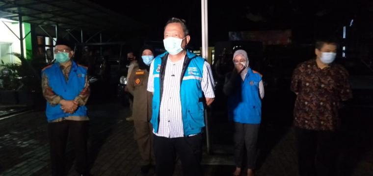 Wakil Wali Kota Tangerang Selatan Benyamin Davnie, saat ikut dalam operasi yustisi. (Foto: TitikNOL)