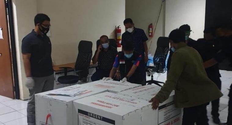 Forkopimda Banten saat mengamankan vaksin Covid-19 jenis sinovac. (Foto: TitikNOL)
