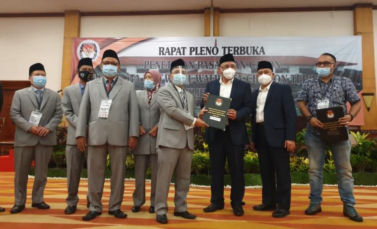 Penetapkan Walikota dan Wakil Walikota Cilegon terpilih di Hoten The Royale Krakatau. (Foto: TitikNOL)