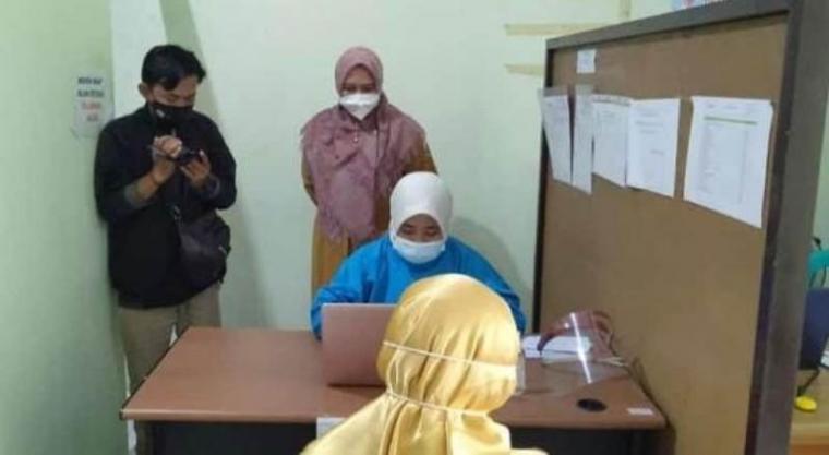 Pendaftaran Tahap pertama proses Vaksinasi Covid-19 untuk Tenaga kesehatan (Nakes) di salah satu Pelayanan Kesehatan (Faskes) di Kabupaten Lebak. (Foto: TitikNOL)