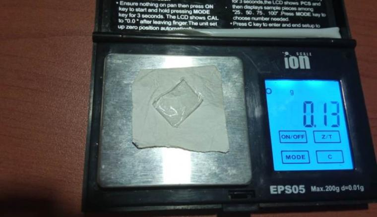 Barang bukti narkotika jenis sabu seberat 0,13 gram yang berhasil diamankan dari tangan pelau. (Foto: TitikNOL)