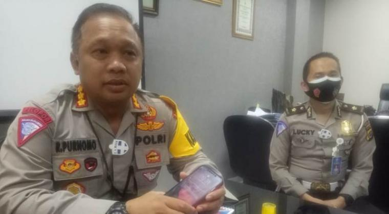 Direktur Lalu Lintas Polda Banten Kombes Pol Rudy Purnomo saat diwawancarai wartawan. (Foto: TitikNOL)