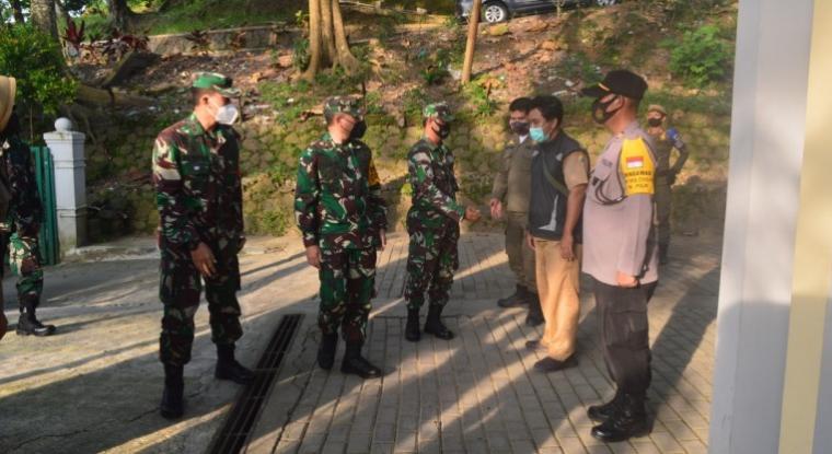 Aspers Kasdam III/Siliwangi Kolonel Inf Deden Hendayana, saat melakukan kunjungan kerja ke Kodim 0603/Lebak, Selasa (16/2/2021). (Foto: TitikNOL)