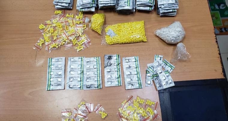 Ribuan pil koplo yang berhasil disita polisi dari toko obat ilegal di Cikupa, Tangerang. (Foto: TitikNOL)