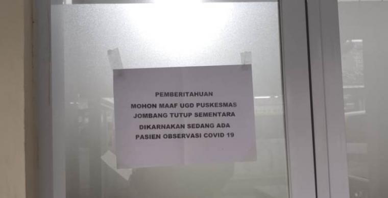 Informasi yang terpampang di Pusat Kesehatan Masyarakat (Puskesmas) Jombang, Ciputat, Kota Tangerang Selatan (Tangsel). (Foto: TitikNOL)