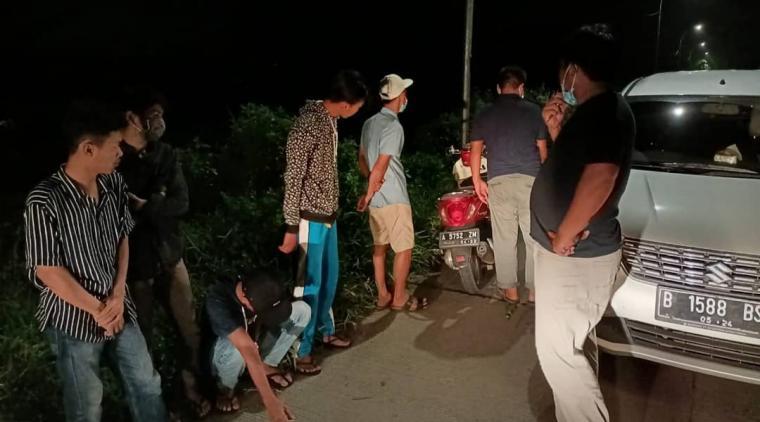 Pembubaran aksi balap liar di Jalan Raya Tambak-Carenang, tepatnya di Kampung Winong, Desa Ketos, Kecamatan Kibin, Kabupaten Serang. (Foto: TitikNOL)