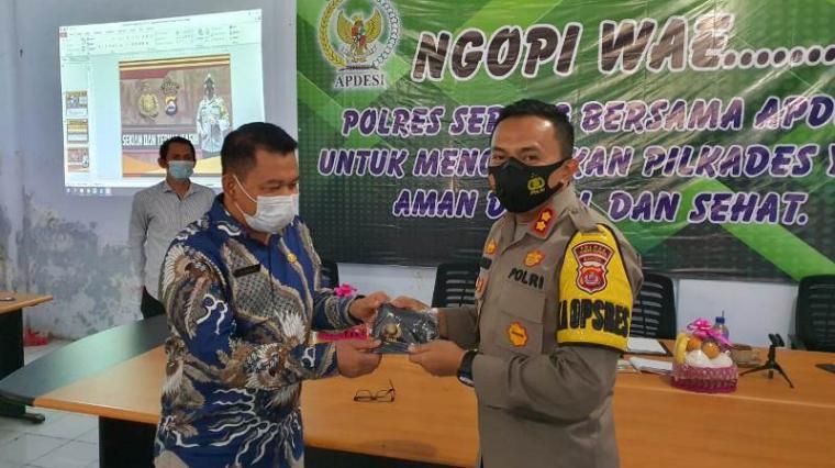 """Suasana acara yang dikemas dalam program """"Ngopi Wae"""" digelar di Aula DPMD Kabupaten Serang, Kamis (18/3/2021). (Foto: TitikNOL)"""