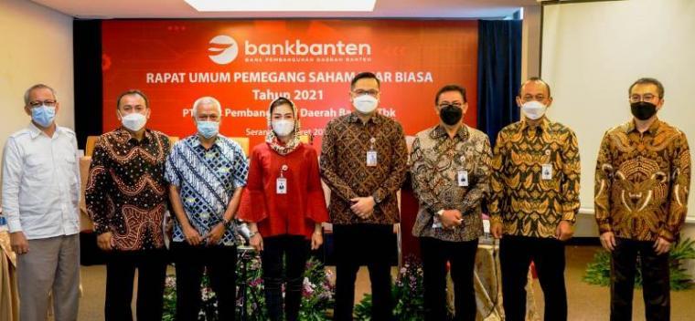 Foto bersama pimpinan Bank Banten usai RUPS LB. (Foto: TitikNOL)