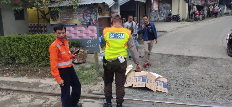 Pria diduga Orang Dalam Gangguan Jiwa (ODGJ) yang tertabrak kereta api diperlintasan kereta tanjakan bang Arum, Kecamatan Rangkasbitung, Kabupaten Lebak. (Foto: TitikNOL)