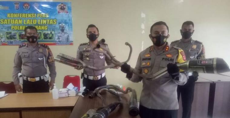 Konferensi pers Satuan Lalu Lintas Polres Serang. (Foto: TitikNOL)