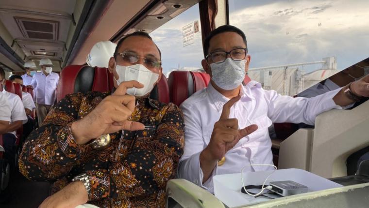 Wali Kota Cilegon, Helldy Agustian dengan Gubernur Jawa Barat, Ridwan Kamil. (Istimewa).