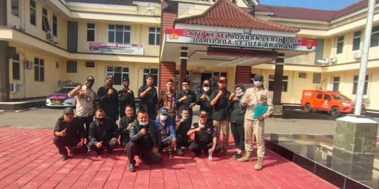 Dewan Pimpinan Cabang (DPC) Badan Pembinaan Potensi Keluarga Besar Banten (BPPKB) Kabupaten Lebak saat menyambangi Polres Lebak. (Foto: TitikNOL)
