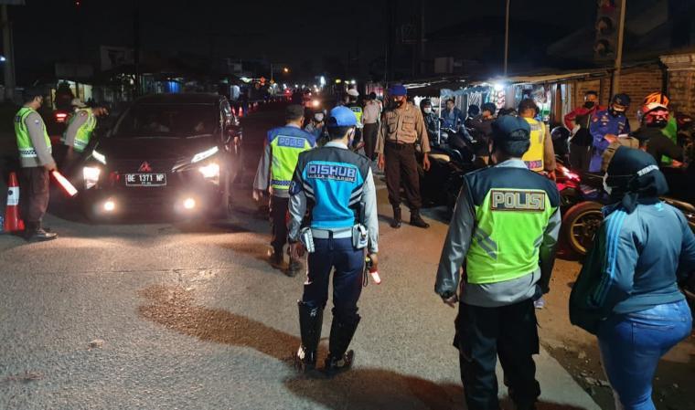 Penyekatan pemudik di Pos Simpang Gerem, Kecamatan Grogol, Kota Cilegon. (Foto: TitikNOL)
