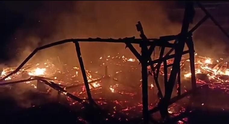 Kobong atau pondok pesantren yang terbakar milik KH Aep, di Kampung Pasir Sireum RT 03 RW 02, Desa Lebakpeundeuy, Kecamatan Cihara, Kabupaten Lebak. (Foto: TitikNOL)
