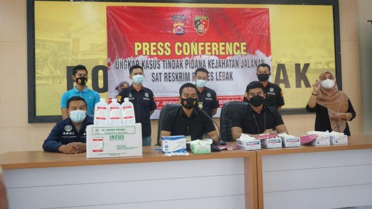 Press conference pencurian alat kesehatan di RSUD Adjidarmo. (Foto: TitikNOL)