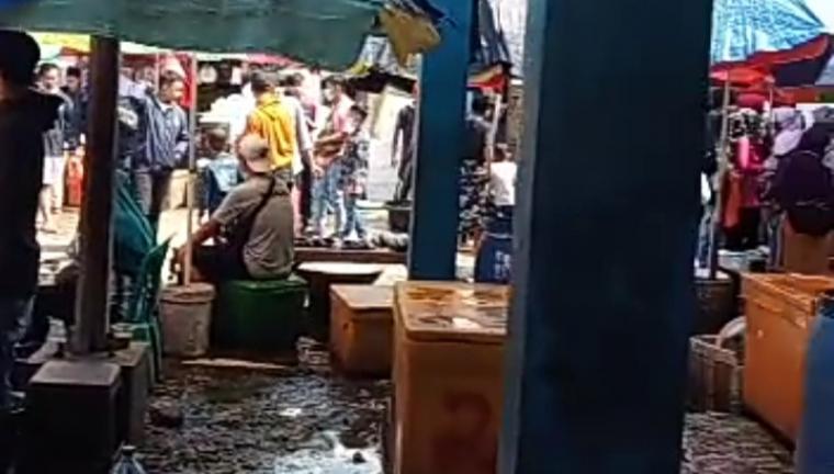 Suasana tempat pelelangan ikan (TPI) Binuangeun, Kecamatan Wanasalam, Kabupaten Lebak. (Foto: TitikNOL)