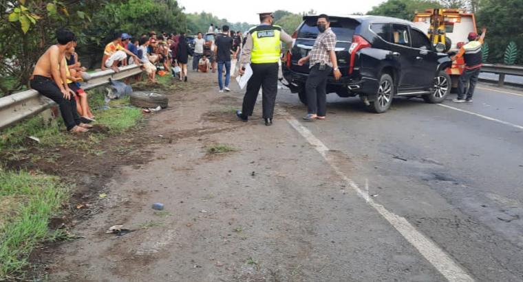 Kecelakaan beruntun yang terjadi di Tol Tangerang - Merak KM 75.800. (Foto: TitikNOL)