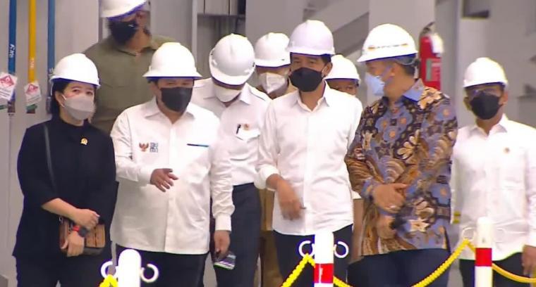 Presiden Jokowi saat meresmikan pabrik HSM 2 Krakatau Steel di Cilegon. (Foto: TitikNOL)